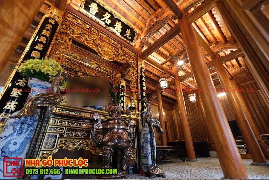 Gian thờ cúng nhà gỗ