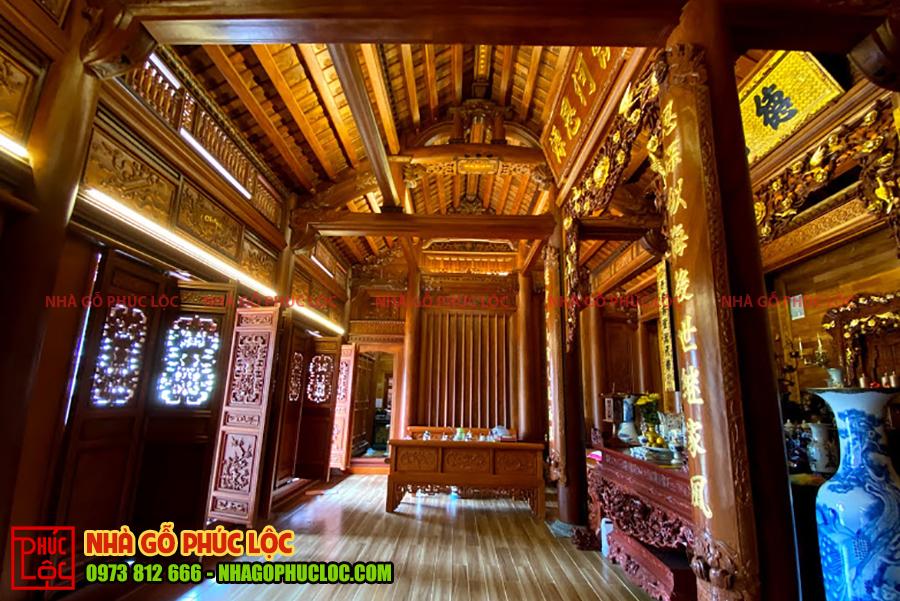 Bên trong căn nhà gỗ cổ truyền