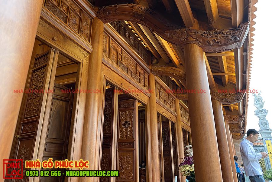 Kẻ hiên của nhà gỗ lim Lào 5 gian