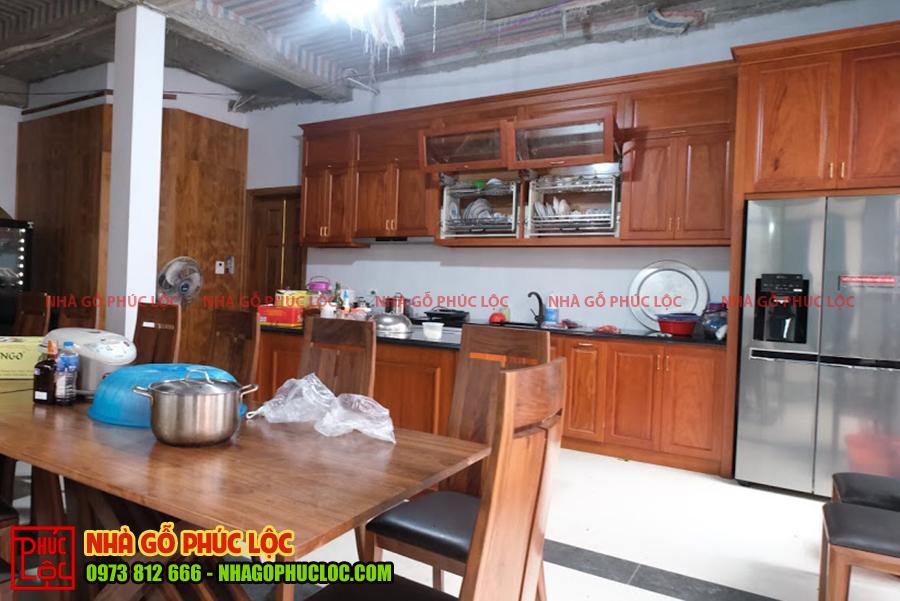 Toàn cảnh nhà bếp nhà gỗ lim Lào 5 gian