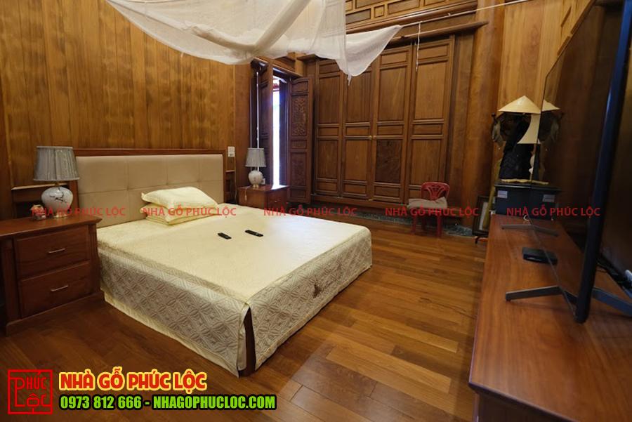 Toàn cảnh phòng ngủ của nhà gỗ lim Lào 5 gian