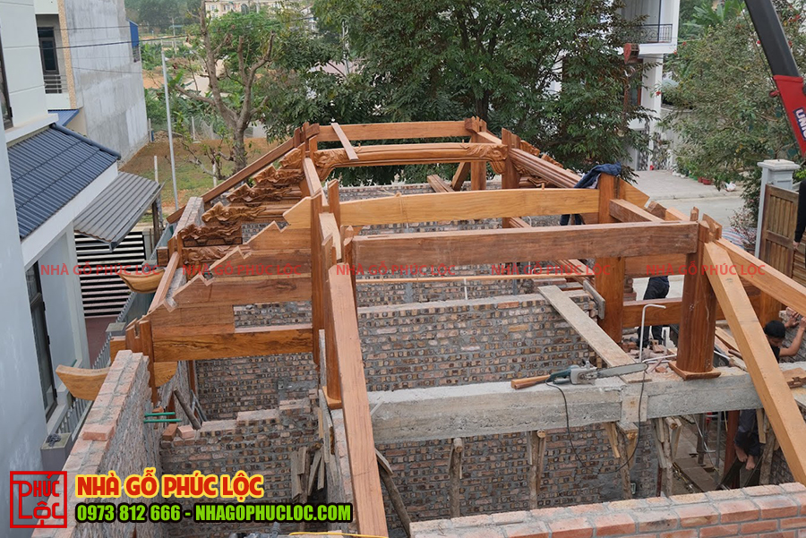 Ngôi nhà gỗ lim 3 gian trước khi cất nóc