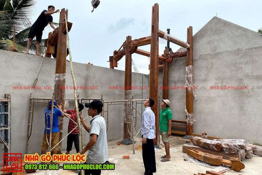 Các cột hậu sẽ được lắp dựng trước tiên