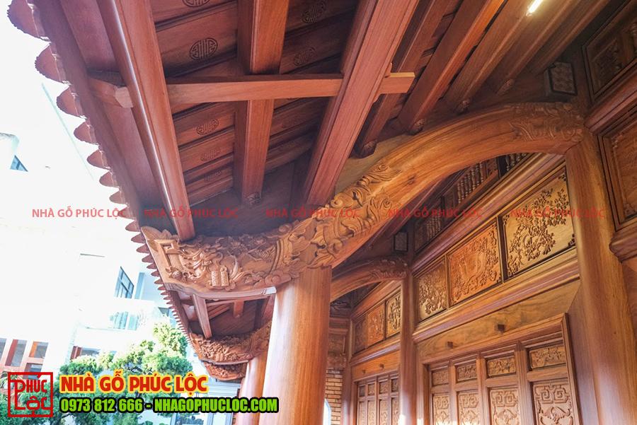 Kẻ hiên của nhà gỗ cổ truyền
