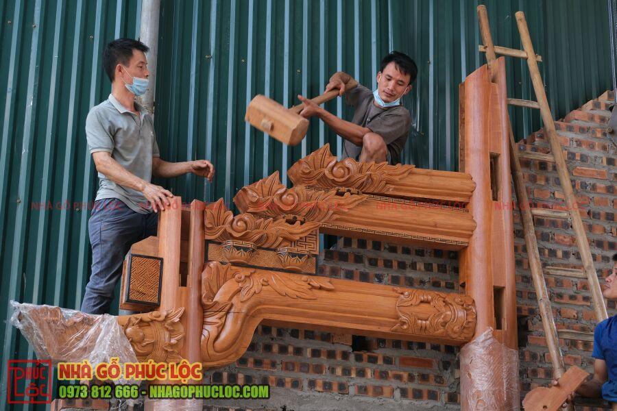 Phần con rường được thợ lắp dựng
