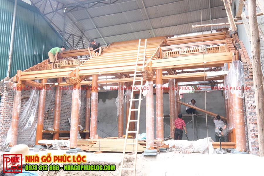 Tổng thể căn nhà gỗ gõ đỏ 3 gian sau khi lắp dựng