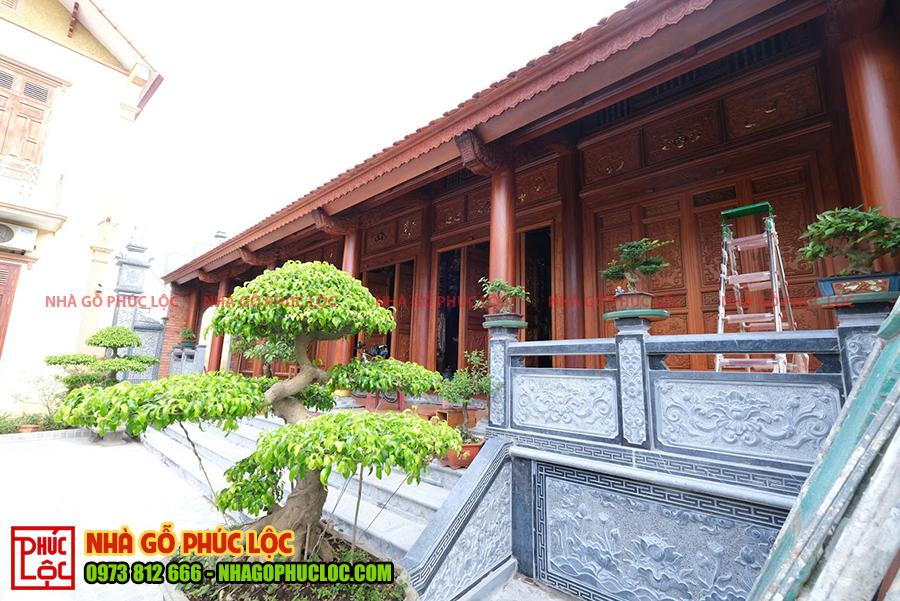 Hình ảnh một ngôi nhà gỗ 5 gian thông hiên