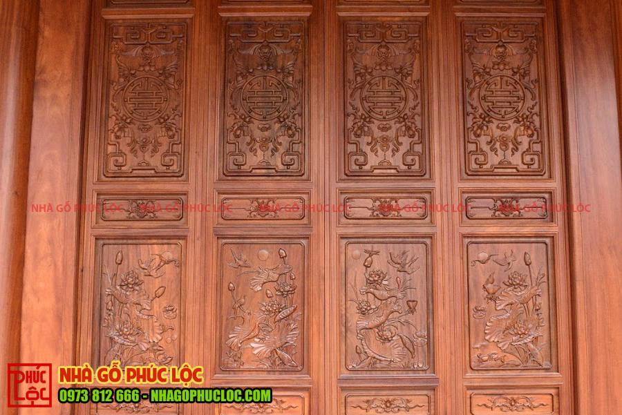 Hoa sen trên cửa bức bàn nhà gỗ