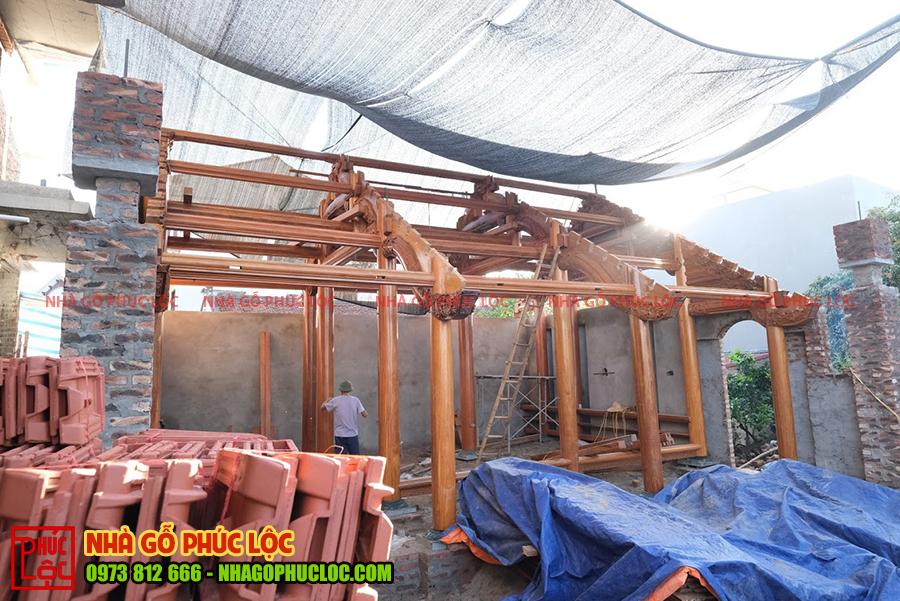 Tổng thể bên ngoài nhà gỗ sau khi lắp dựng