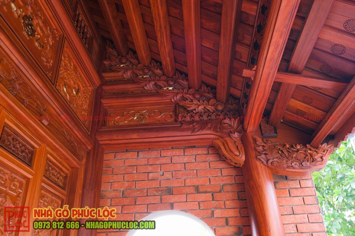 Vì đốc hiên nhà gỗ
