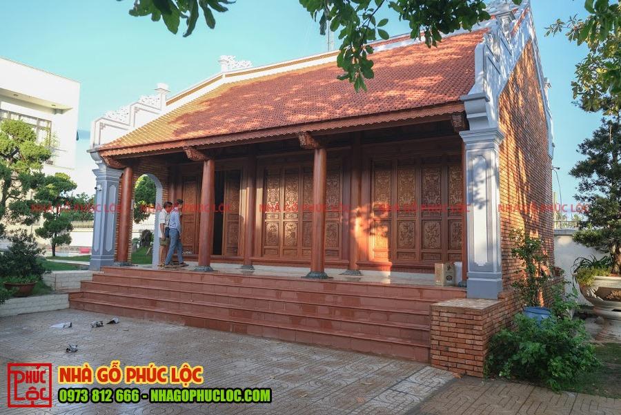 Hình ảnh một mẫu nhà gỗ sân vườn 3 gian