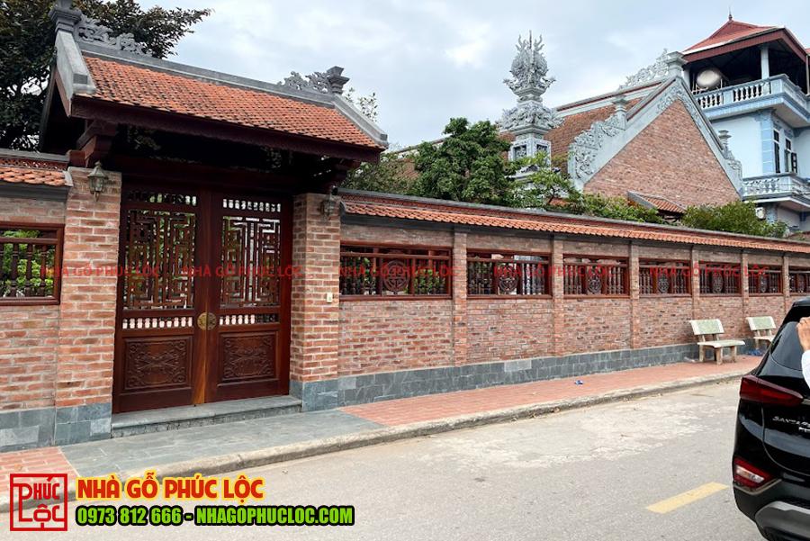 Mẫu tường rào mái ngói được xây gạch không trát