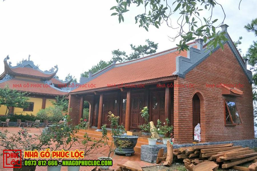 Căn nhà gỗ 3 gian 2 dĩ thông hiên